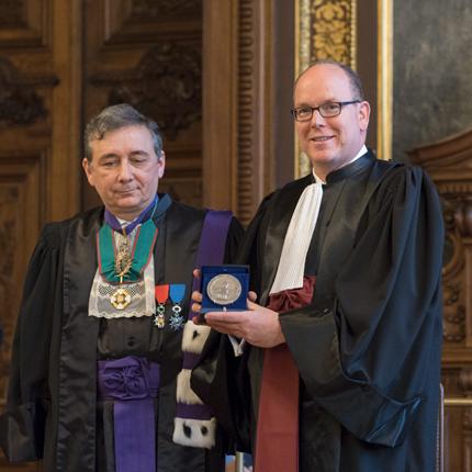 S.A.S. le Prince reçoit le titre de Docteur Honoris Causa