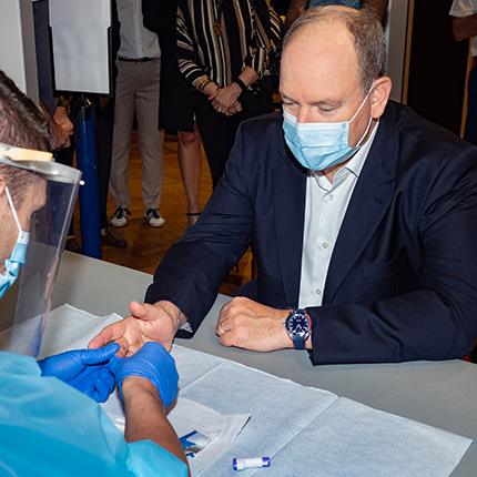 Visit by H.S.H. Prince Albert II to the two Covid-19 serological screening centres