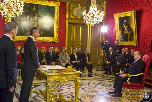 Signature des actes de naissance Princiers