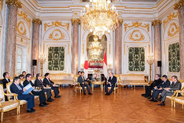 S.A.S. le Prince rencontre M. Shinzo ABE, Premier ministre du Japon