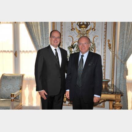 Wilfrid-Guy Licari submits his letter of presentation as Québec Delegate General for the Principality de Monaco