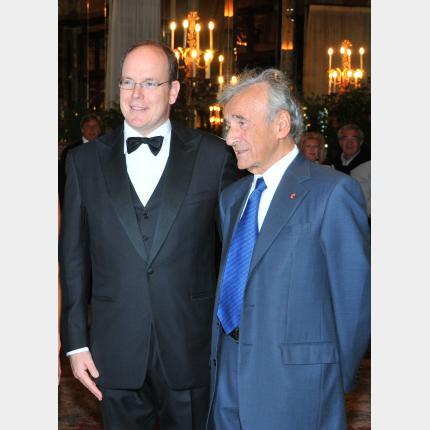 S.A.S. le Prince a remis l'Olivier d'Or à M. Elie Wiesel