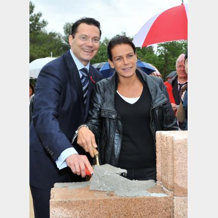 S.A.S. la Princesse Stéphanie Présidente de Fight Aids Monaco (F.A.M.) pose la première pierre...