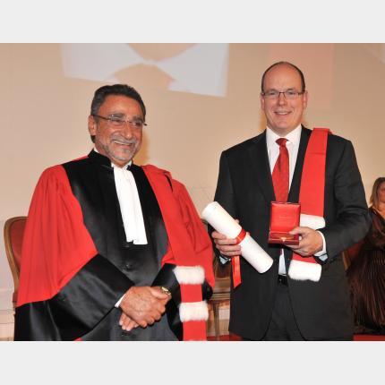 S.A.S. le Prince Albert II S'est vu remettre les insignes de docteur Honoris Causa de l'Université de Nice-Sophia-Antipolis