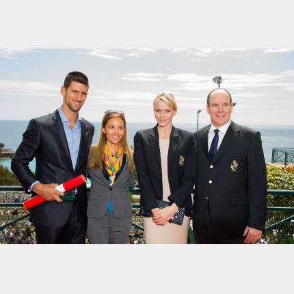 S.A.S. le Prince a remis la Médaille en Vermeil de l'Education Physique et des Sports à Novak Djokovic
