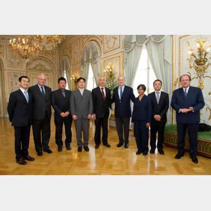 S.A.S. le Prince a reçu le Directeur Général d'Iter, M. Motojima, et les 5 post-doctorants