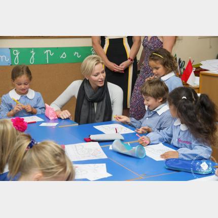 S.A.S. la Princesse Charlène en visite dans les écoles de la Principauté