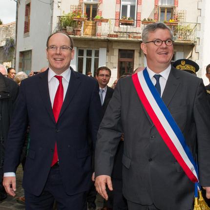 Déplacement de S.A.S. le Prince Albert II à Parthenay dans les Deux-Sèvres